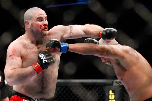 悲剧!UFC选手转战拳坛遭TKO 送院抢救无效身亡