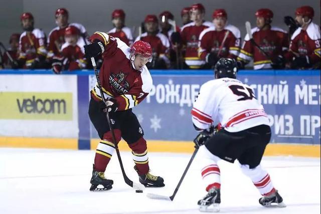 中国首次参加白俄罗斯总统杯 八国交流冰球文化