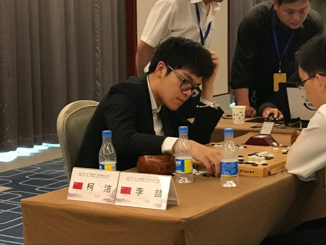 柯洁:对阿尔法围棋不能模仿 我要下自己的棋