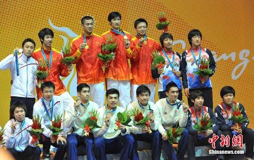 男子花剑团体中国队夺金香港队摘铜