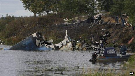 俄冰球队出征遭遇空难 已知43人死亡2人生还