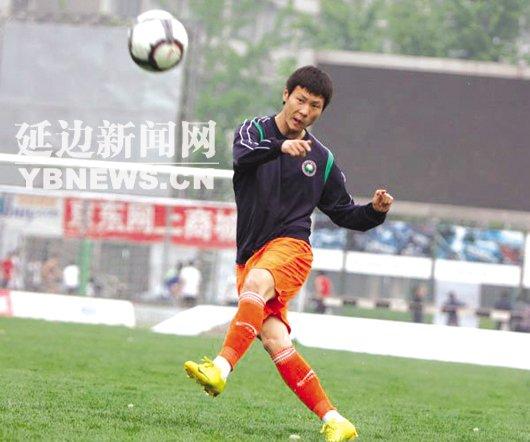 延边小将大运赛场露锋芒 边读书边踢球两不误