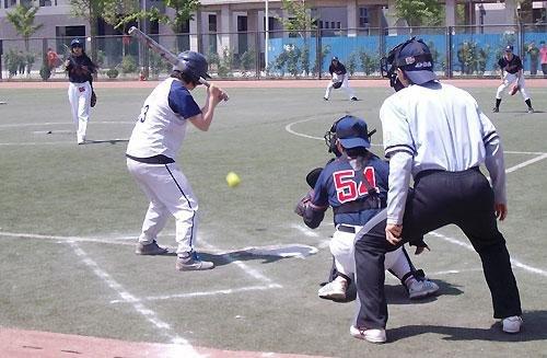 大学生棒垒球锦标赛开赛 李敏宽徐若瑄开球