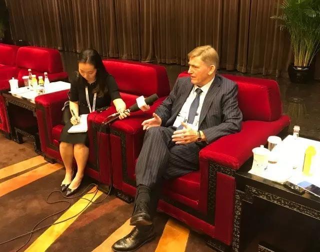 国际滑联主席赞冬博会:冰雪运动的未来在中国