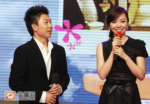 李小鹏偶像乃海豚公主 退役晚会合唱《画心》