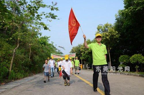 深圳凤岗迎大运 组织600青少年环镇徒步游