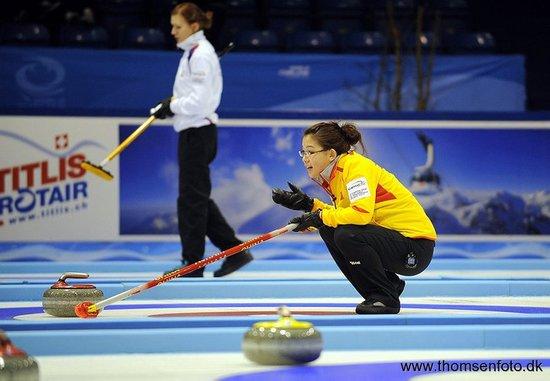 中国女子冰壶8-2横扫卫冕冠军 世锦赛取2连胜