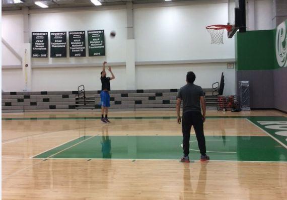 周琦联合试训视频曝光 NBA三分射程轻松命中
