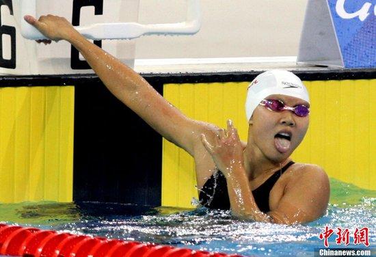 图文:亚运游泳赵菁夺得女子100米仰泳金牌