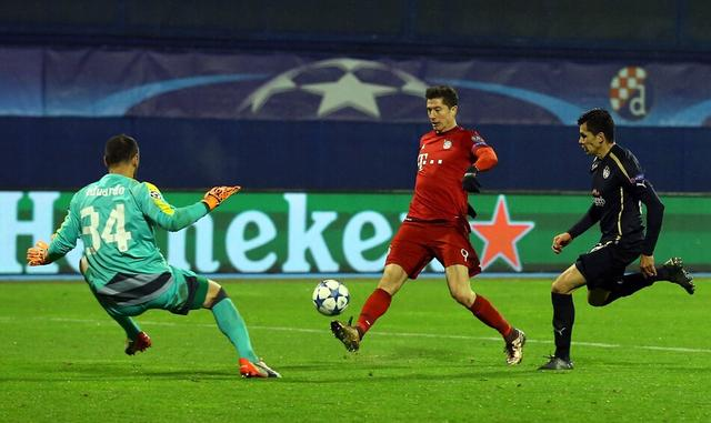 欧冠-莱万3分钟2球!拜仁2-0 连续6季小组第1