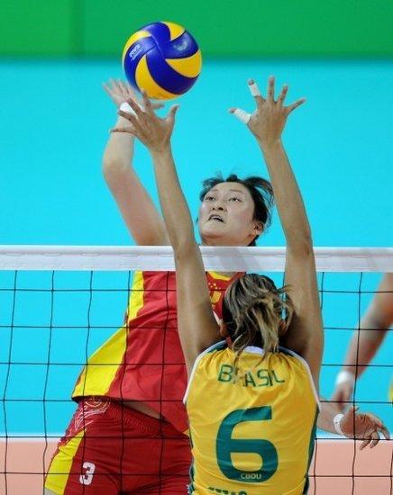 中国女排主帅:队员压力大 巴西网上实力强大