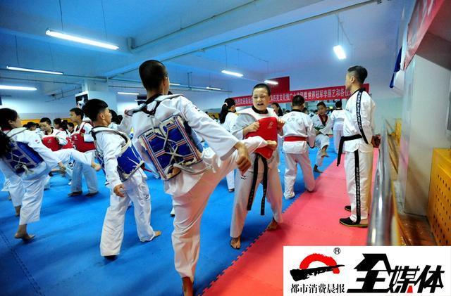 [ 摘要]9月3日,乌鲁木齐市第49中学迎来了一场跆拳道重量级对决&