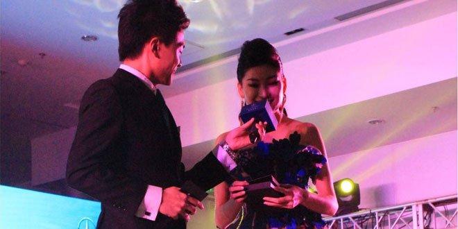 复赛选手第一名郭贝贝获得奔驰星徽闪耀奖