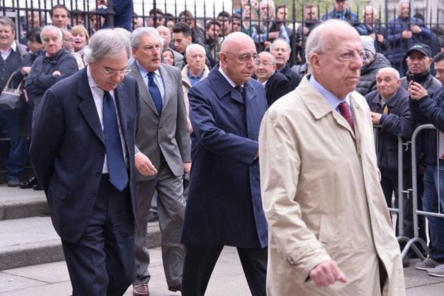 众名宿出席老马尔蒂尼葬礼 老贝加总现身悼念