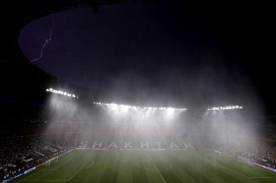 欧洲杯史上首次因雨中断 法乌之战暂停56分钟