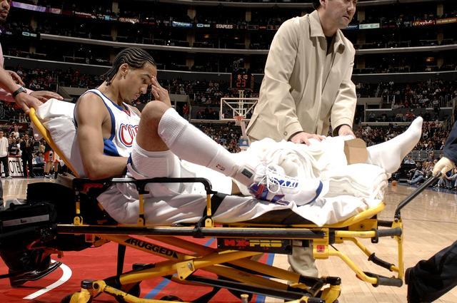 恐怖!海沃德脚踝骨折严重变形 詹皇面色凝重