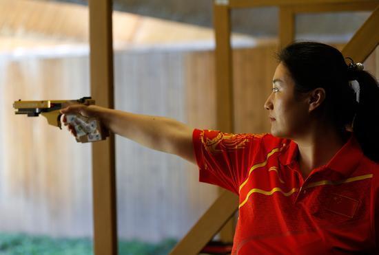 一见到枪就怦然心动 奥运冠军陈颖的射击之路