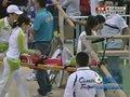 视频:自行车赛发生意外 医疗志愿者担架抬走受伤选手