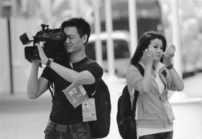 刘翔亮相冬姐现身 网友戏称其为飞人身边女人