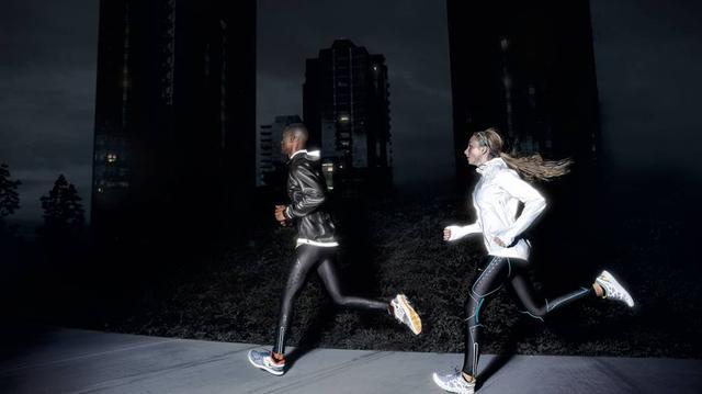 女子夜跑半年甩掉脂肪肝 职场人跑步减肥又减压
