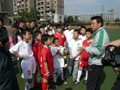校园足球举办教练培训班 亚足联讲师亲授课