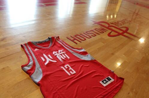 NBA过春节 库里哈登书豪与中国家庭吃团圆饭
