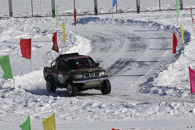 冰雪经济赛车开路   漠河越野集结赛揭幕