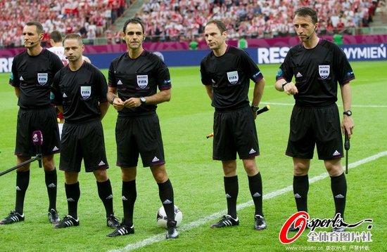 欧洲杯首次采用五裁判 附加助理裁判杜绝冤案