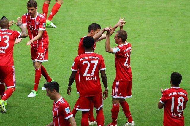 德甲-拜仁4-1取胜3将告别 罗本传射莱万失金靴