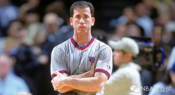 02年西决裁判力保科比?在NBA想吹黑哨不容易