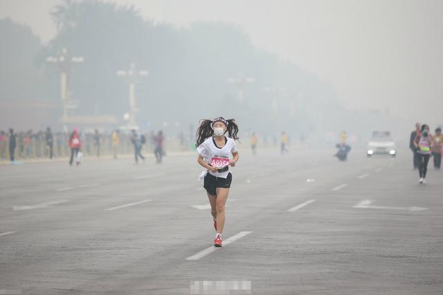 雾霾天健身房运动更不安全 选择路跑建议戴口罩