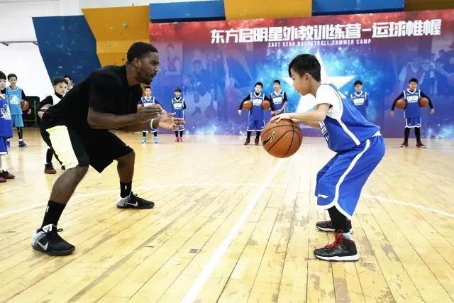 知名训练师特训中国小球员 热情高涨爆点十足
