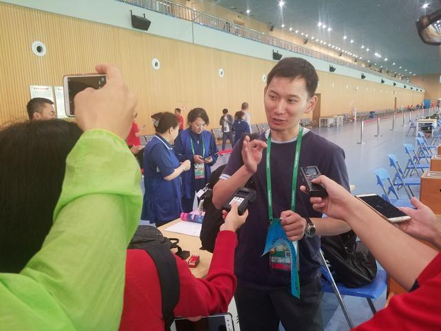 右眼几近失明 美籍华人为回祖国参赛用了12年