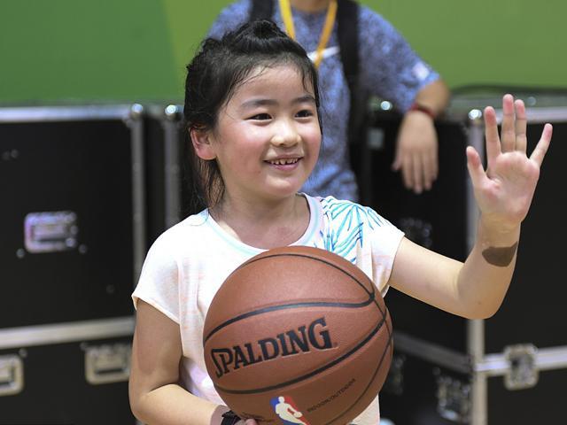 姚明:女儿在打篮球 望她以后能击败女篮一姐