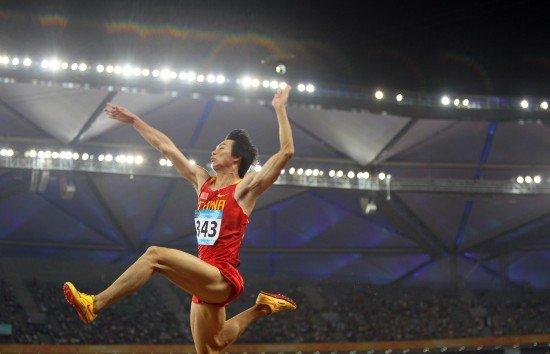 男子跳远苏雄锋摘金 尼日利亚夺银美国获铜牌