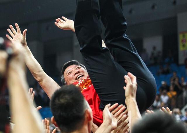 他们的爱情气哭球迷吓傻湖人 只有中国男篮偷着乐