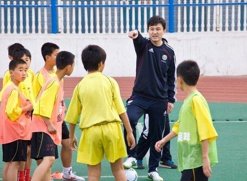 白岩松:数学老师教的足球?为基层教练多花点钱