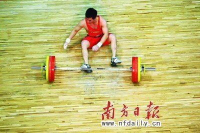 中国举重选手双双丢金 苏达金失利后自扇耳光