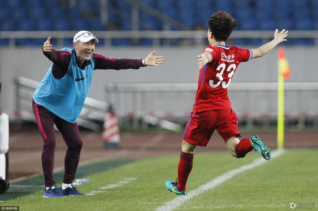 张外龙:南松进球提升信心 球迷支持是赢球动力