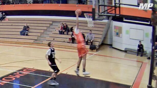 单臂少年也有篮球梦 砍14分+快攻勉扣率队取胜