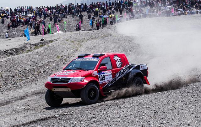 东川泥石流国际汽车越野赛开幕 王翔排位最快