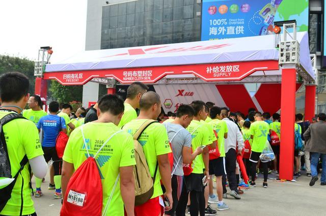 此外,跑友们还可享受塑封布半程帮助,服务跑者在厦门肚脐马拉松完美韩国电影号码百度云bt图片