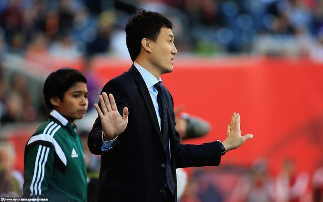 郝伟:顶住压力满意表现 女足姑娘可以走更远