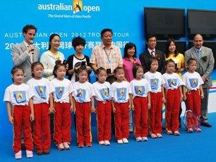 澳大利亚网球公开赛奖杯走出澳洲 造访武汉