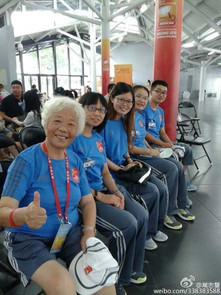 73岁志愿者一干14年 在鸟巢参加过无数大赛