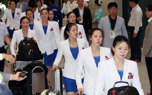 朝鲜美女_朝鲜海军文工团朝鲜美女在军中军事频道中
