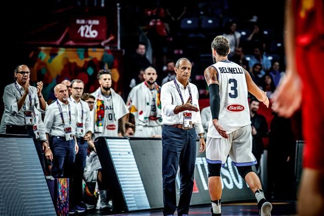 意大利主帅总结称输在篮板 队长自责却赞队友