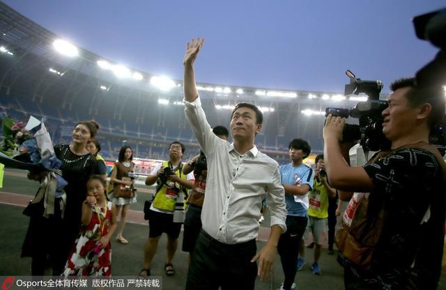 王新欣眼含热泪告别泰达 寄语年轻球员谢球迷