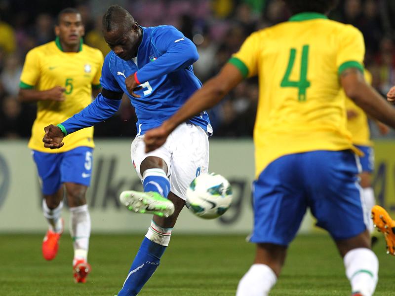 热身赛 巴西2 2意大利 巴神世界波内马尔助攻