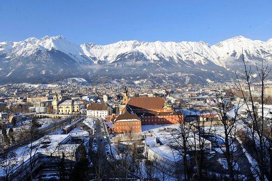 首届青年冬奥会开幕 三座奥运火炬被并肩点燃